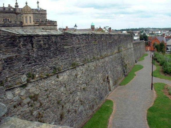 Derry_walls_Fountain_1