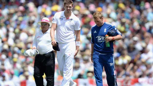 Boyd-Rankin-of-England-leaves-the-field-after-picking-up-an-injury-during-day-one-of-the-Fifth-A